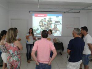 Durante o encontro professores se apresentaram aos pais e falaram sua metodologia de ensino (Foto: Divulgação)