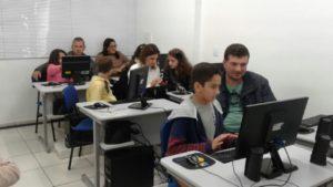 Pais e alunos realizaram atividades voltadas para o Líder em Mim, Educação Financeira e Informática