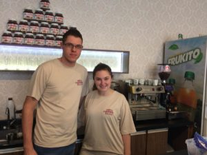 O casal Bruna e Rodrigo almejam abrir filiais da Don Fulano Sorveteria e Cafeteria  (Foto: Vanessa Paliosa)